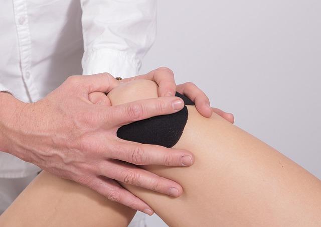 Knieschmerzen können mit der richtigen Dämpfung von Tennisschuhen vermieden werden