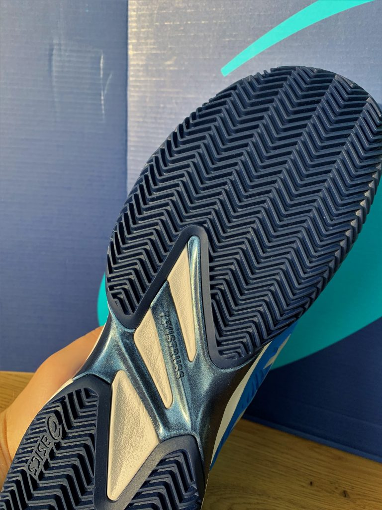 Asics court FF 2 Clay Profil mit Twistruss von Asics und Fischgrätenprofil