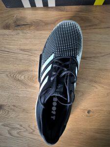 Die Stabilität des Adidas Sole Court Boost ist durch den Zusatz am Profil gegeben.